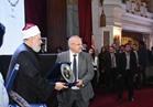 علي جمعة يكرم  «الخشت» ويهديه درع مؤسسة مصر الخير