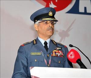 قائد سلاح الجو الملكي البحريني اللواء طيار الركن الشيخ حمد بن عبدالله آل خليفة
