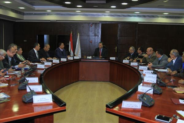 وزير النقل يلتقي الشركات المنفذة للمرحلة الثالثة من المشروع القومي للطرق