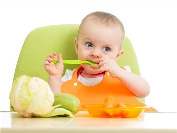 تناول الرضع للطعام