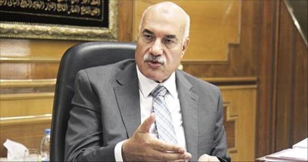 د.أحمد مصطفى رئيس الشركة القابضة للغزل والنسيج