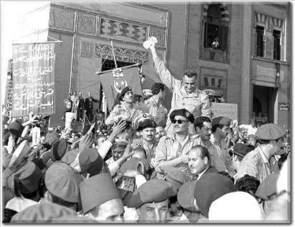 ناصر وسط آلاف المصريين احتفالا به