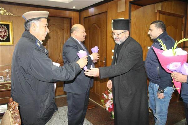 تقديم  التهنئة والورود لمدير أمن دمياط إحتفالا بعيد الشرطة