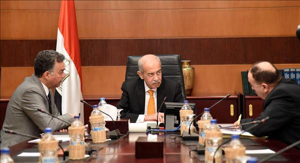 جانب من اجتماع رئيس الوزراء ووزير النقل _ تصوير: أشرف شحاتة