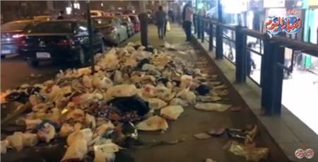 القمامة تملأ شوارع الهرم