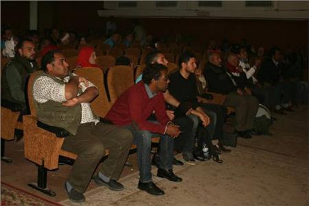 رئيس الهيئة العامة لقصور الثقافة يتفقد بروفات الفرق المصرية