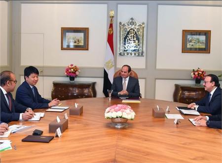الرئيس السيسي ورئيس هواوي ووزير الاتصالات