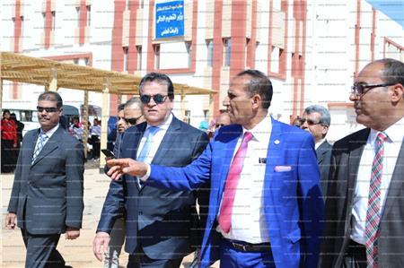 وزير التعليم العالى يفتتح عدد من المنشآت بالمقر الجامعي القديم لجامعة أسوان بصحاري