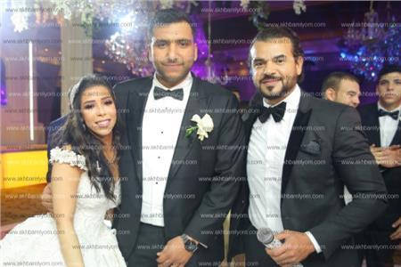 سامو زين مع العروسين