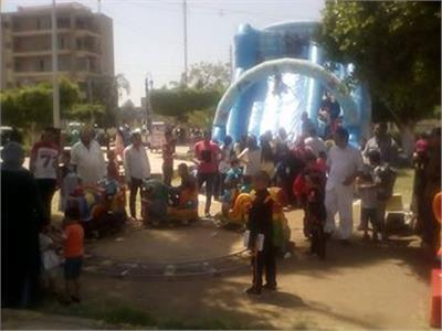 توافد المواطنين على حدائق المنيا