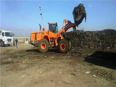 بالصور ..رفع 100 طن مخلفات وقمامة تركها الزوار اثناء احتفالات شم النسيم بالمنيا