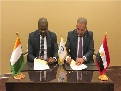 رئيس البريد المصري يوقع اتفاقية تعاون