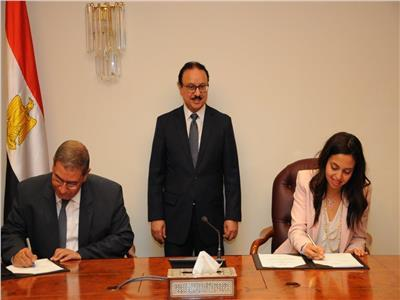 وزير الاتصالات يشهد توقيع الاتفاقيات