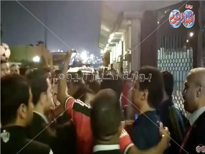 رد فعل الجماهير لحظة خروح حسام البدري من الملعب بعد خسارة القمة