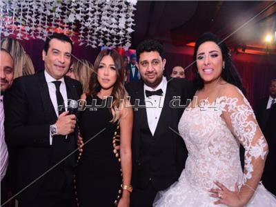سارة سلامة وإيهاب توفيق مع العروسين