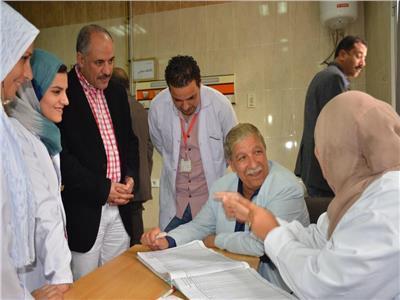 محافظ الإسماعيلية يتفقد أعمال تطوير مستشفيات الصدر والحميات