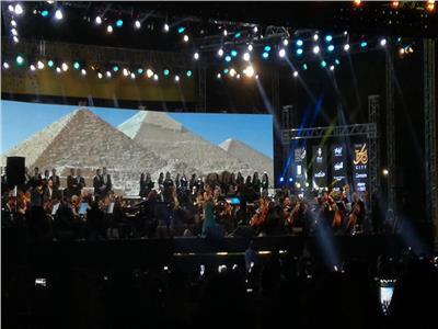 هبة طوجي تفتح حفلها بأغنية «سلم على مصر»