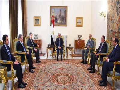 الرئيس خلال لقائه وفد صندوق النقد الدولي بحضور عدد من الوزراء