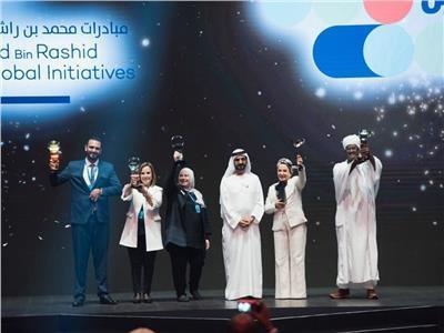 نوال مصطفى تتوج بجائزة «صانع الأمل» برعاية حاكم دبي