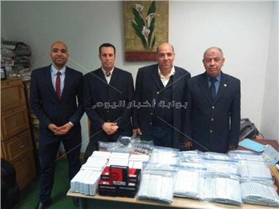 ضبط طائرة تجسس وأجهزة وحبر الوشم مع راكبين بمطار برج العرب