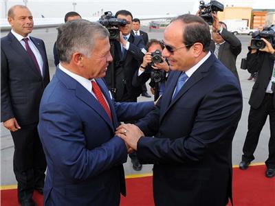 الرئيس السيسي والملك عبد الله في مطار القاهرة