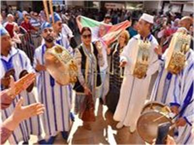 استقبال جماهيري لـ«أحلام» بالورد والزغاريد فور وصولها المغرب