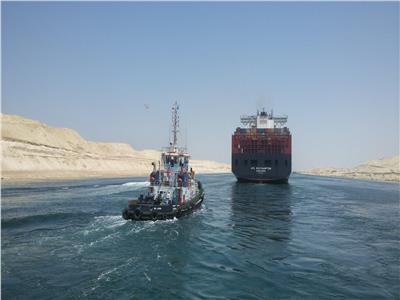 إحدى السفن تعبر قناة السويس - أرشيفية