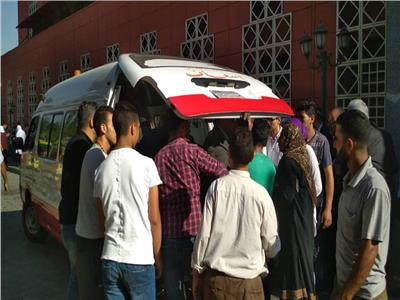 لحظة نقل المصابين من مستشفى الحسين الجامعى عقب الحريق