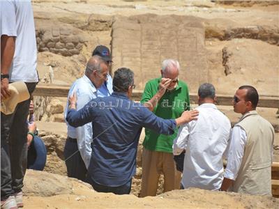 وزير الاثار ومحافظ الجيزة يعلنان عن كشف أثرى جديد بمنطقة آثار سقارة