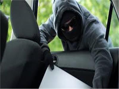 سرقة سيارة ( صورة موضوعية )