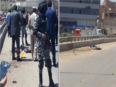 جثة الإرهابى ورجال الأمن