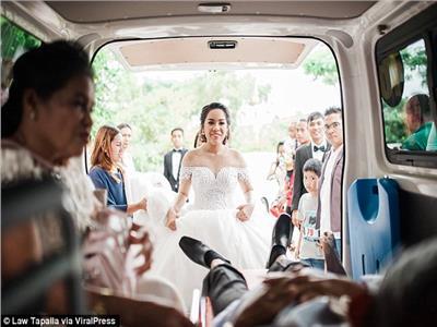 مسن يتحدى السرطان ويحضر زفاف ابنته