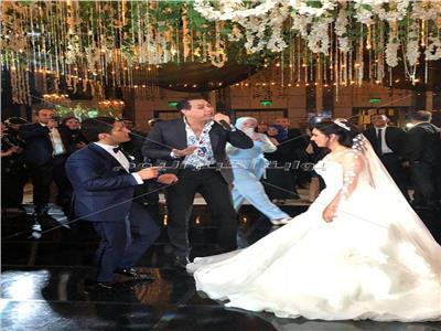 حكيم يحيي حفل زفاف لينة ومحمد