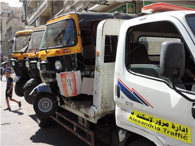 «أمن الإسكندرية» يصادر 1356 زجاجة خمور ويضبط مركبات «توك توك»