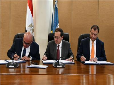 وزير البترول يوقع اتفاقيتين جديدتين للبحث عن البترول والغاز باستثمارات أكثر من مليار دولار