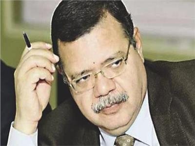 حمدي عبدالعزيز المتحدث باسم وزارة البترول
