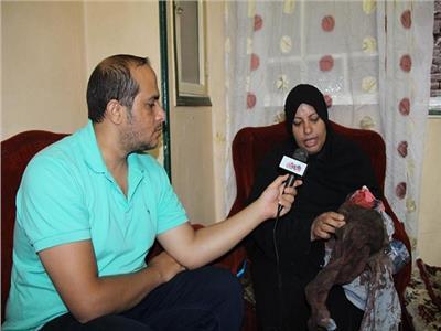 محرر بوابة أخبار اليوم مع والدة المجنى عليه