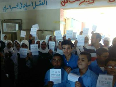 توزيع منشورات المبادرة على تلاميذ المدارس