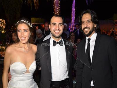 بهاء سلطان مع العروسين