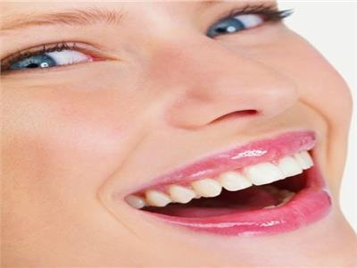 أسباب ظهور مشاكل بعد التركيبات التجميلية الخاطئة للأسنان