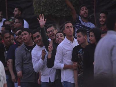 توافد الآلاف لحضور حفل رامي صبري بـ«الجامعة الكندية»