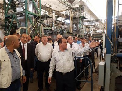 هشام توفيق وزير قطاع الأعمال خلال الزيارة
