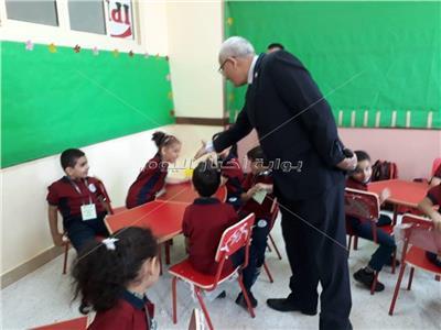 رئيس قطاع التعليم يتفقد المدرسة الدولية الحكومية