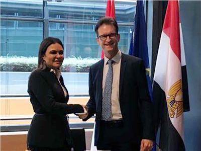 وزيرة الاستثمار تبحث مع الأمين العام لسوق المال فى لوكسمبورج تعزيز التعاون مع البورصة المصرية