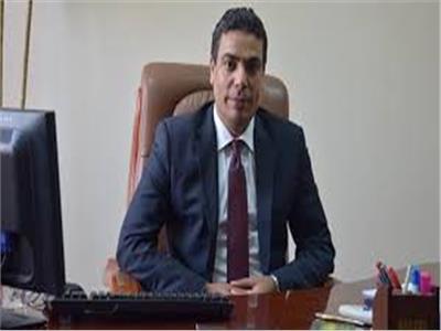 الدكتور عادل عبد الغفار
