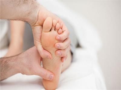 استشاري أوعية دموية يحذر من مضاعفات «القدم السكري»