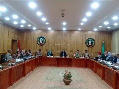 سكرتير عام المنوفية يعقد إجتماعاً لمناقشة  مطالب المرحلة الثانية للقري الاكثر احتياجا بالمحافظة