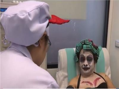 الصليب الأحمر يستقبل متبرعي الدم في بانكوك بـ«ملابس الأشباح»