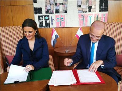 سحر نصر ووزير الاقتصاد والتجارة اللبناني
