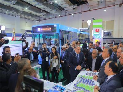 «عرفات» يتفقد جناح وزارة النقل في مؤتمر«Cairo ict»